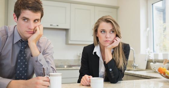 学校や職場で好き避けをする男性心理とは?