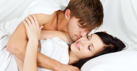 セックスで女性を抱きしめることの意外な効果って?