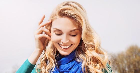 エロ可愛い女性の仕草⑦髪の毛を耳にかける