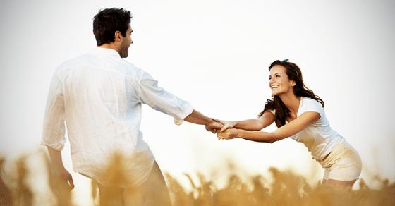 次もデートに誘ってもらいたい女性が、男に出してるサイン10選