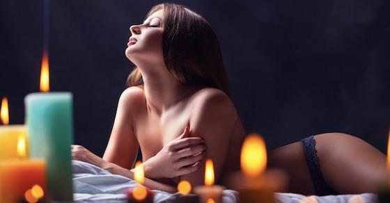 クリスマスセックスを盛り上げるコツ2:キャンドルを使ってよりロマンチックに