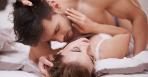 男が本命の彼女とのセックスの際によくすること4選