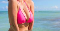 板野友美のエロ画像30枚|水着、下着姿、胸など盛りだくさん!