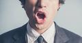 声が低い男性がモテるのには科学的な理由があった!