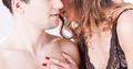 「セックスしたいかも♡」女性が男性を誘っているときのサイン 10選