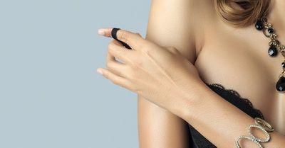 エロすぎ!とにかく明るい安村の全裸風ポーズの女性タレント版