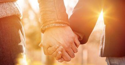 必見!初デートで手をつなぐ完璧なタイミング 9選