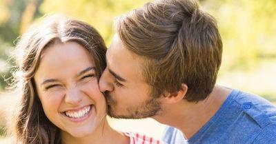 見逃すな!女性がキスして欲しい時に出す意外なサイン 7選