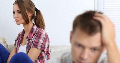 男がドン引きしている、典型的にモテない女性の行動 10選