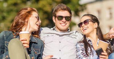 女友達が多くて彼女から嫉妬される、女にモテモテ男子の特徴11選