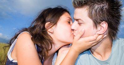 20代の女子が悶絶する、「理想のキス」シチュエーションTOP5