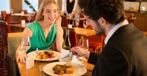 もう失敗しない!食事デートでスマートに振舞う方法 10選