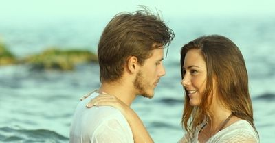 浮気相手から本命の恋人になるために必要な8つの法則