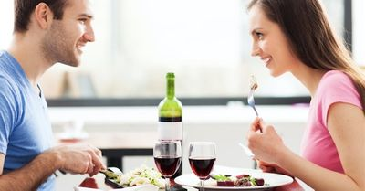 女性からほぼOKをもらえる、食事デートの絶妙な誘い方・6選
