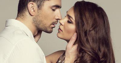 女性がなぜか興奮してしまう、強引なキス 6選