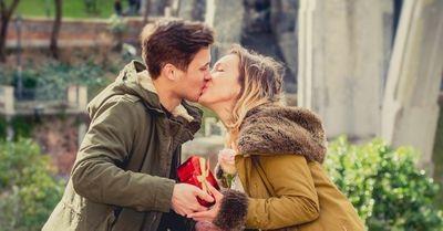 男性が急に女子にキスしたくなる時・8選