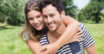 超簡単!年上男性があなたに夢中になる?恋愛テクニック 10選