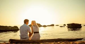女性が好意のある男にだけとる態度 10選