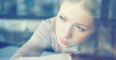 彼女が「寂しい」と感じてしまう、彼氏の言動10選