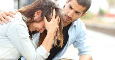 女性が悩み相談をした時の、彼氏のイラッとする言動 10選