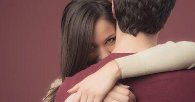 「正直しんどい」愛が重い女性の特徴12選