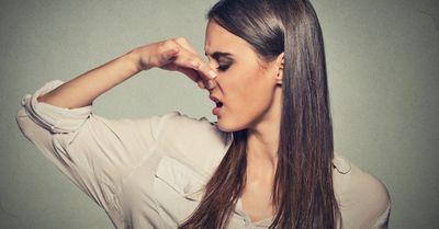 アソコが臭い!クラミジアに感染した時の性器の匂い(男女別)