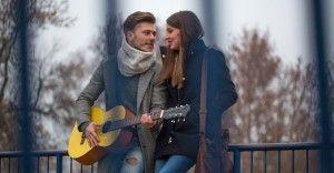 彼女と一緒に聴きたい、寒い冬を盛り上げる歌ランキング12選