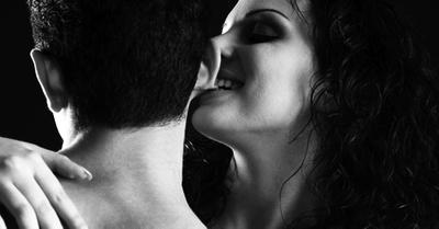 気持ちよすぎて男を悶絶させる睾丸愛撫テク4選