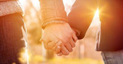 手のつなぎ方でわかる!恋人との本当の関係10選