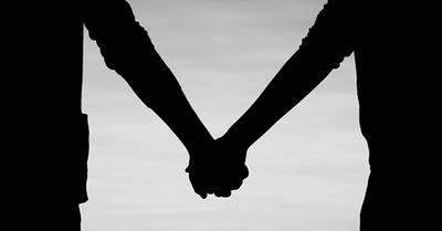 女性のアソコをジュンとさせる、デート中の手のつなぎ方(シチュエーション別)