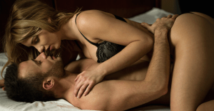 """濃厚な""""シックスナイン""""を楽しんでいるカップルが実践している、あるヒミツとは?"""