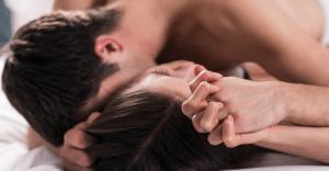 鈴木砂羽の濡れ場で20回ヌイた私がヌキどころ(乳首丸出しバック・正常位SEX)を解説