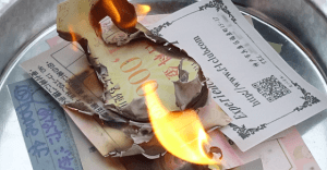【緊急ニュース】オフィスで風俗のカードに放火!?その理由とは