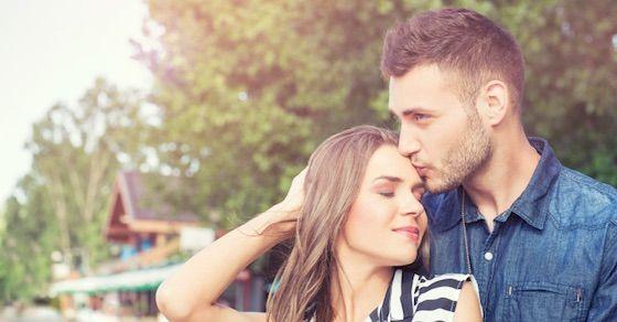 「おでこ」にキスする意味:おめでとう~!または、仲良しのしるしだよ。