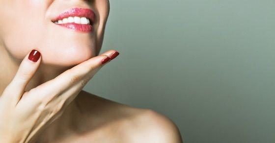 女性をとろけさせるキスのやり方|彼女の顎を持ち上げる
