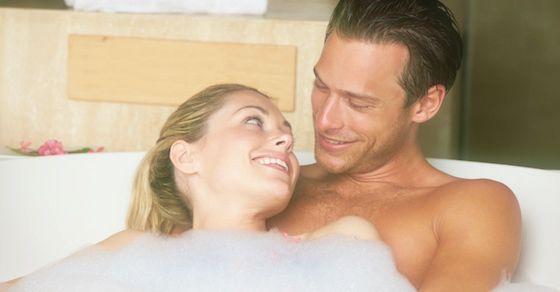 かわいいと感じる彼氏の行動25:一緒にお風呂に入りたがる