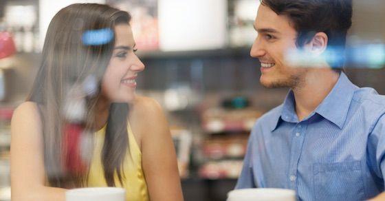 男性が好きな人の前でとる態度2:頷きながら話を聞いてくれる
