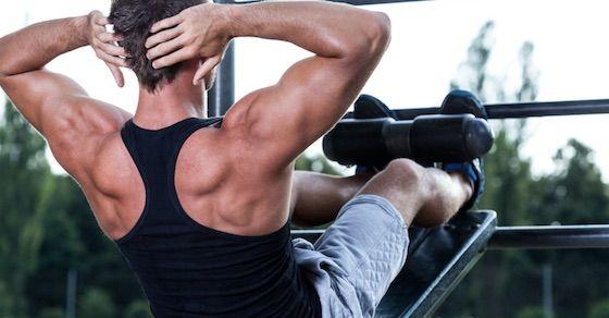 ステップ2:腹筋運動は8回の運動を、3セット行う