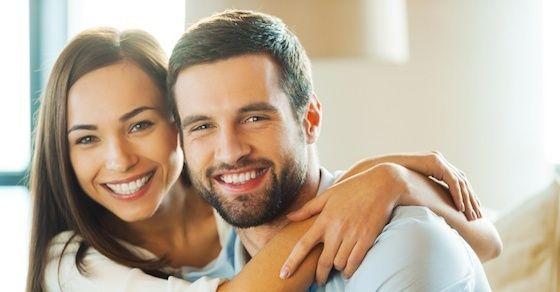 男性の脈ありサインの見分け方2: 気付くと側にいる事が多い