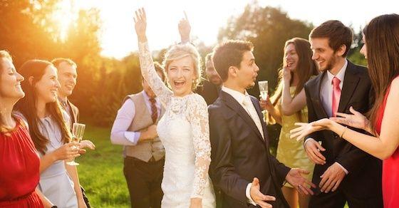 結婚式の二次会で周囲からモテる方法2:新郎新婦を祝福する気持ちを忘れない