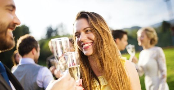 性欲が強い女の特徴②:飲み会のとき化粧が濃い