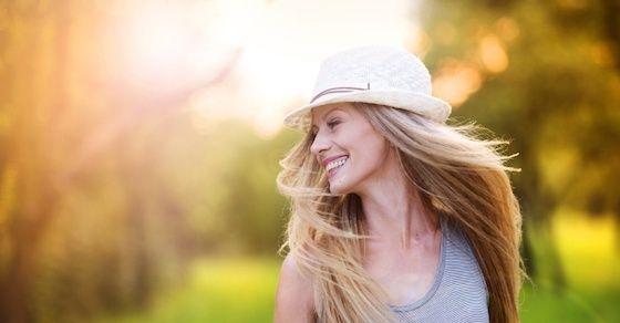 女性にとって笑顔が大切な理由②:疲れた男性を癒やす