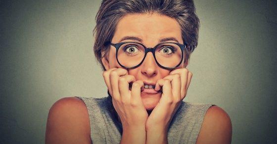 男性に「下ネタ」を言われたときの女性の対応方法①:普通に恥ずかしがる