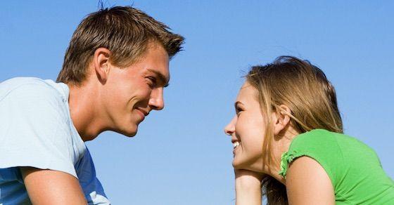 女性の好意のサイン20:感動したことや嬉しかったことなど報告する
