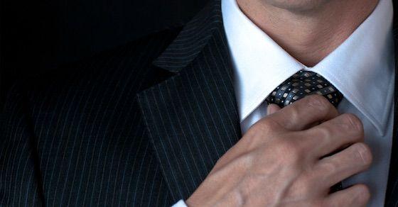 エロい男性の行動2:ネクタイを触る仕草