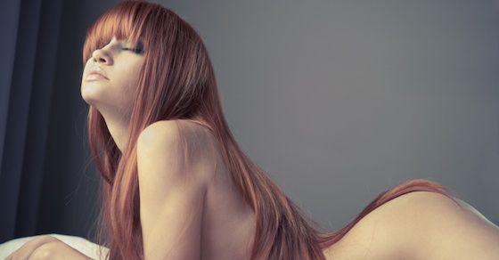 気持ちいいオナニーのやり方①:乳首を触る