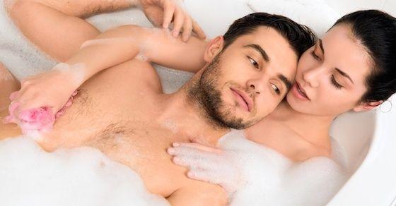 お風呂場エッチのポイント2:お互いの体を洗い合いましょう