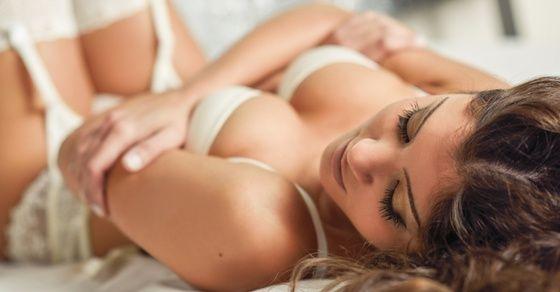 女性が感じるクンニのやり方1:すぐに舐めず焦らすこと