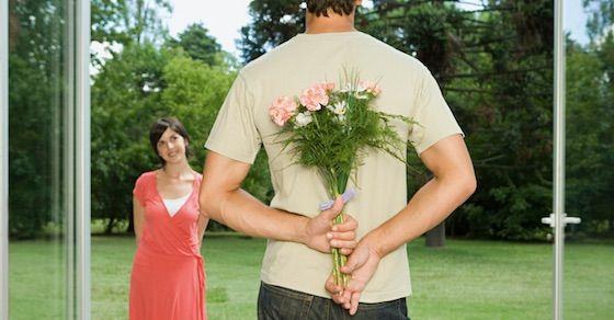 遠距離恋愛で別れたいと思う瞬間⑥身近な人にアプローチされたとき