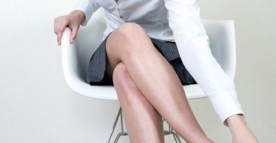 エロ可愛い女性の仕草①足の組み替え